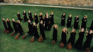 Fliegen und den richtigen Umgang mit dem Besen - lernen auch hier im Hogwarts-Online des HP-FC